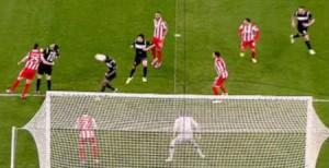 Momento en el que Martins marca el 0-1. FOTO:www.intereconomia.com