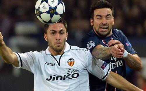 Víctor Ruiz y Lavezzi. FOTO:www.goal.com
