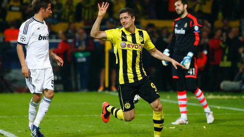 Robert Lewandowski celebra su cuarto gol. FOTO:www.24horas.cl