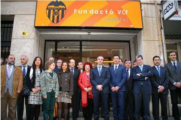 Los nuevos miembros de la Fundación Valencia CF. FOTO:www.nostresport.com