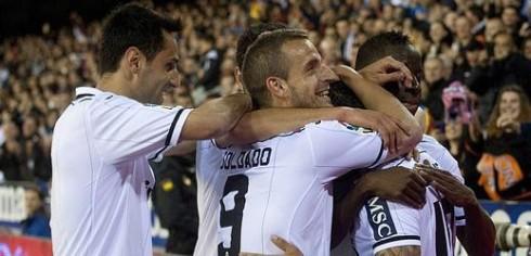 Los jugadores del Valencia CF celebran un gol. FOTO:www.foroche.com.es