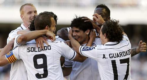 Varios juadores del Valencia CF celebran un gol. FOTO:www.libertaddigital.com