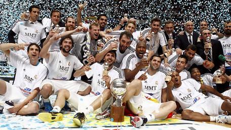 Los jugadores del Real Madrid celebran el título. FOTO: acb.com