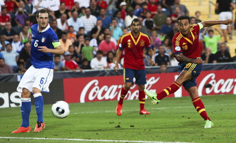 Thiago marcó el 2-1 de la final con este disparo. FOTO:teinteresa.es