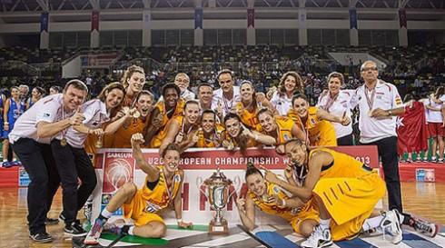 La selección sub'20 femenina posa con su Copa. FOTO:elperiodico.com