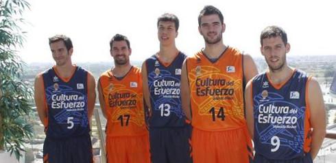 Las camisetas del Valencia Basket para la temporada 13-14.