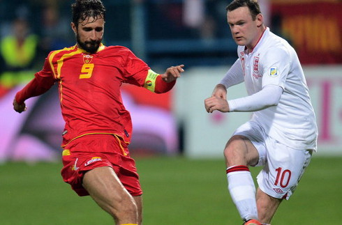 El inglés Wayne Rooney, a la derecha.