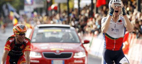 Momento en que Rui Costa se impone en el sprint final.