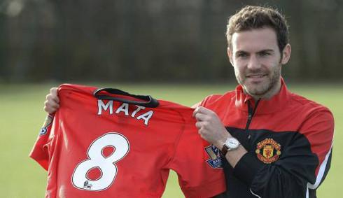 Juan Mata posa con la camiseta del Manchester United. FOTO: Reuters
