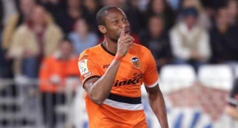Seydou Keita celebra su gol ante el Almería.