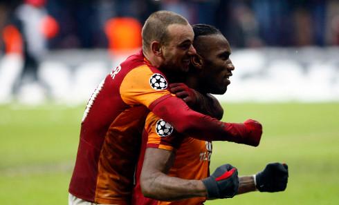 Sneijder y Drogba, las dos grandes estrellas del Galatasaray turco.