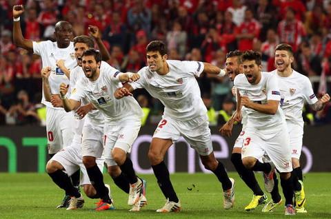 El Sevilla estalló de alegría tras el penalti de Gameiro