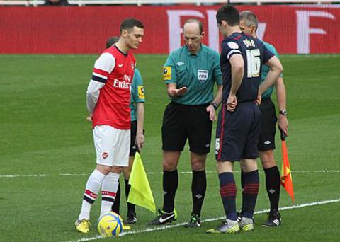 Thomas Vermaelen, a la izquierda, en un partido con el Arsenal. FOTO:commons.wikimedia.org