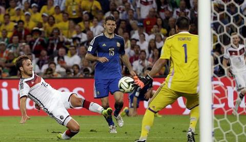 Momento del gol de Götze en la final.