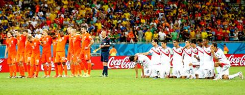 Holanda y Costa Rica, durante su tanda de penaltis. FOTO: elheraldo.com.es