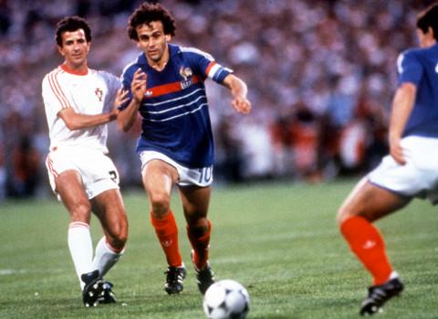 El francés Platini anotó 9 goles en la Eurocopa de 1984.