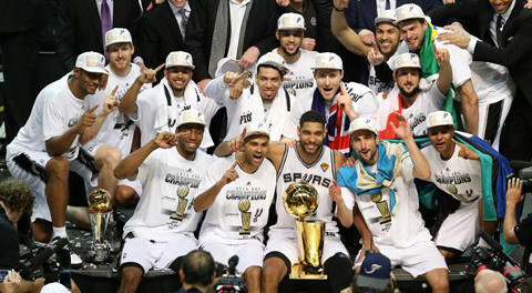 San Antonio Spurs es el actual campeón.