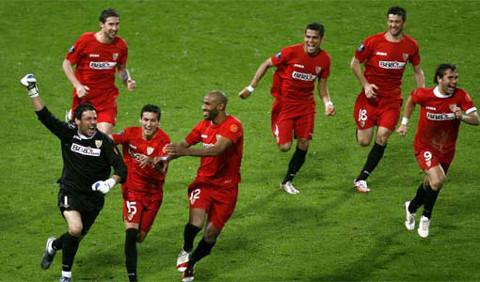 El Sevilla ganó tres títulos en el año 2007.