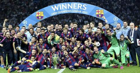 La plantilla del FC Barcelona celebra el título.