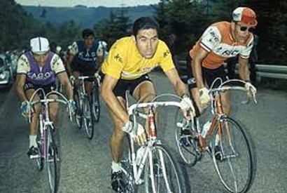 Eddy Merckx, en el centro de la imagen.