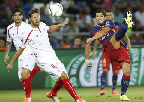 Un lance del partido entre Barcelona y Sevilla.