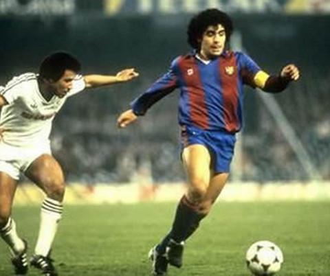 Maradona jugó dos temporadas en el FC Barcelona.