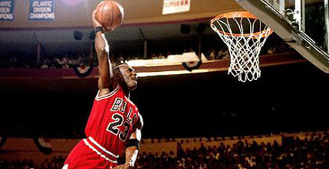 Jordan realizando un mate