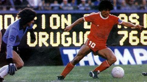 Maradona debutó como profesional con Argentinos Juniors.